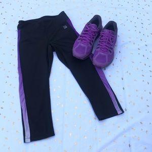 Black and Purple Capri Yoga Leggings XS
